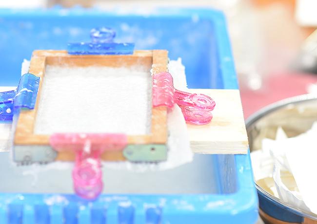 手漉き和紙づくりのPhoto